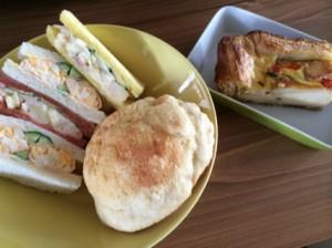 豆乳キッシュとサンドイッチとメロンパン
